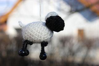 miniature sheep free crochet pattern by Roswitha Mueller