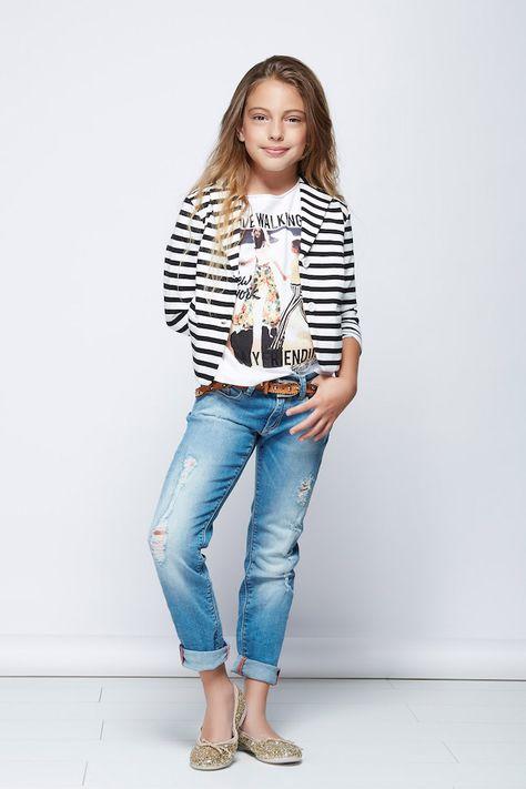 Gaudi Italia moda teenager atractiva