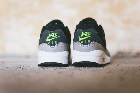 nike air max 1 desert green glow white black