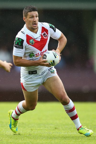 Gareth Widdop Photos - Gareth Widdop of the Dragons runs the ball during the round three NRL match between the St George Dragons and the South Sydney Rabbitohs at Sydney Cricket Ground on March 2016 in Sydney, Australia. - NRL Rd 3 - Dragons v Rabbitohs