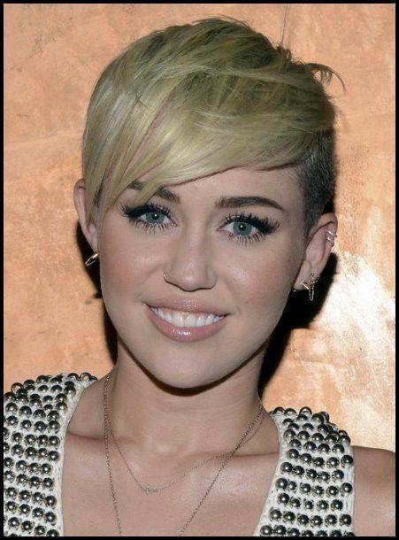 Miley Cyrus Blonde Pixie Frisur Rasiermesser Haarschnitte Blonde Cyrus Frisur Haarschnitte M Miley Cyrus Hair Miley Cyrus Short Hair Short Stacked Hair