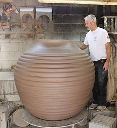 Mark Heidenreich In His Studio Terra Villa Pottery Australian Artists Pottery Design
