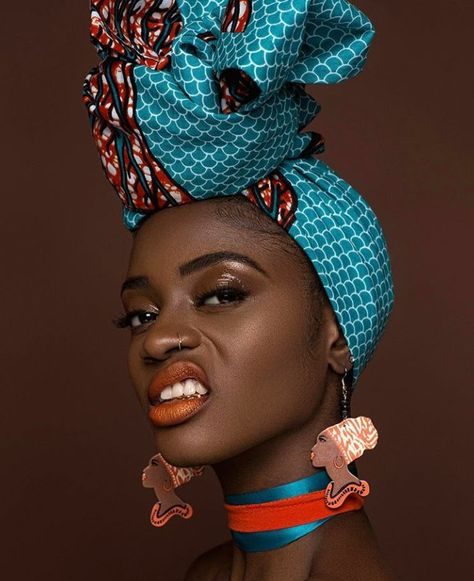 The headwrap originated in sub-Saharan Africa and serves similar functions for both African and African American women. In style, the African American woman's headwrap exhibits the features of sub-Saharan aesthetics and worldview Kitenge, African Beauty, African Fashion, African Style, African Makeup, Ankara Fashion, Black Women Art, Beautiful Black Women, Black Art