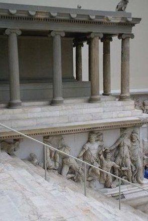Berlin Pergamonmuseum Gigantenfries Des Pergamonaltars Gigantomachy Frieze Of The Pergamon Altar In 2020 Pergamon Museum Architecture Architecture Plan