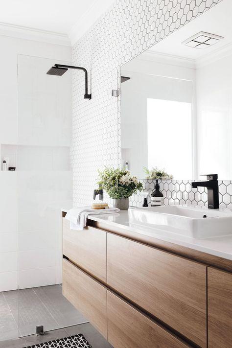 Hausrenovierung: Spezielle Badezimmerleuchte!   - Inside_bathroom #Badezimmer #Deko #Badezimmerdekor
