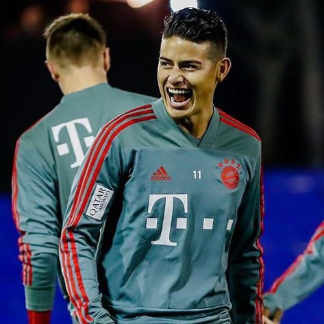 "James Rodríguez (fan Account) on Instagram: ""First training session in 2019 and the come back of James 🙏🏻🤪😱💪🏻"""