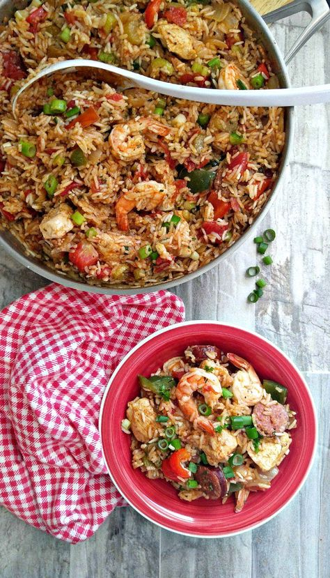 Perfect for those nights when you are cooped up at home! This one pot jambalaya brings the flavors of Louisiana to your table in an easy way. #jambalaya #glutenfree #cajunrecipes