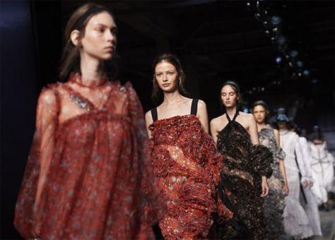 Modeweken en maandstonden: dit hoor je modellen nooit vertel... - Het…
