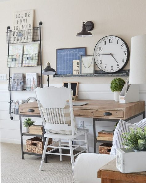 Farmhouse style home office. Great ideas for a small office space! Farmhouse style home office. Great ideas for a small office space! Small Space Office, Home Office Space, Home Office Design, Home Office Decor, Small Spaces, Home Decor, Office Ideas, Office Designs, Decorations For Home