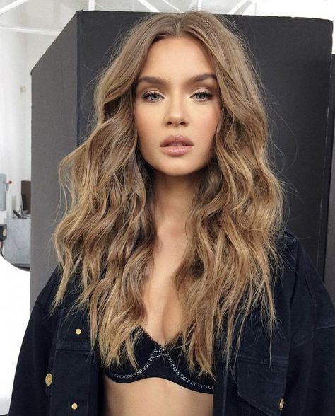 josephine skriver victorias secret angel supermodel model hair waves wavy hair makeup chic elegant famous vs runway