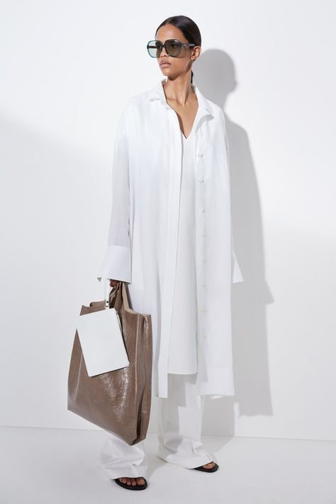 Joseph Resort 2020 collection, runway looks, beauty, models, and reviews.