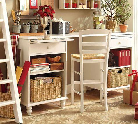 cottage style offices | Lindo e prático ganhou um charme extra com as gavetas de palha!