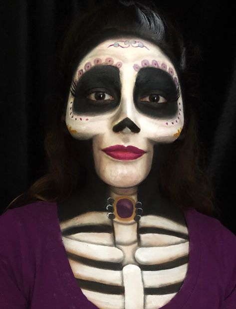 Are you looking for inspiration for your Halloween make-up? Browse around this site for creepy Halloween makeup looks. Unique Halloween Makeup, Halloween Makeup Looks, Scary Halloween, Costume Halloween, Disney Halloween Makeup, Halloween Parties, Halloween Skeleton Makeup, Halloween College, Halloween Office