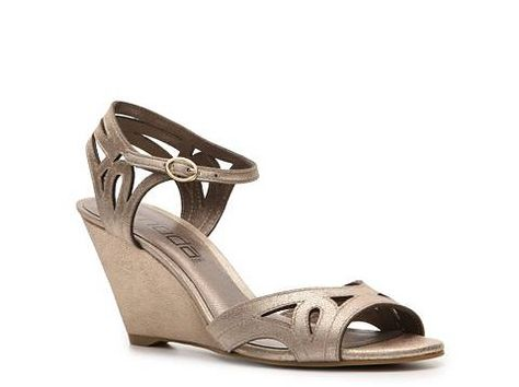 b8e478ceb1f8 Moda Spana Olivia Gold Wedge -- Randomly found these when I was at DSW  today. They re really comfy!