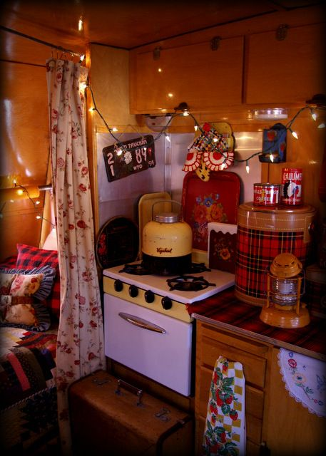 Camping trailer decorating rv interior 41 Ideas for 2019 Vintage Campers Trailers, Retro Campers, Vintage Caravans, Rv Campers, Camper Trailers, Diy Camper, Vintage Motorhome, Camper Life, Rv Life