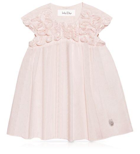 Love. Shape of the bodice. Sleeves. Skirt. Neckline