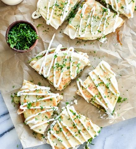 Chicken and Brie Quesadillas with Mango Chutney are the perfect quick appetizer, lunch or dinner recipe! Good Food, Yummy Food, Yummy Yummy, Delish, Quick Appetizers, Appetizer Recipes, Chutney Recipes, Easy Healthy Recipes, Healthy Snacks