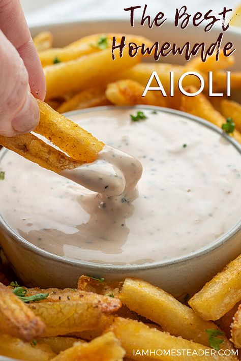 6 Easy Ingredients and HUGE flavor! - - This creamy, garlicky aioli recipe is easy to make and will be your new favorite condiment! Think Food, I Love Food, Food For Thought, Good Food, Yummy Food, Homemade Sauce, Homemade Aioli, Snacks Homemade, Homemade Seasonings