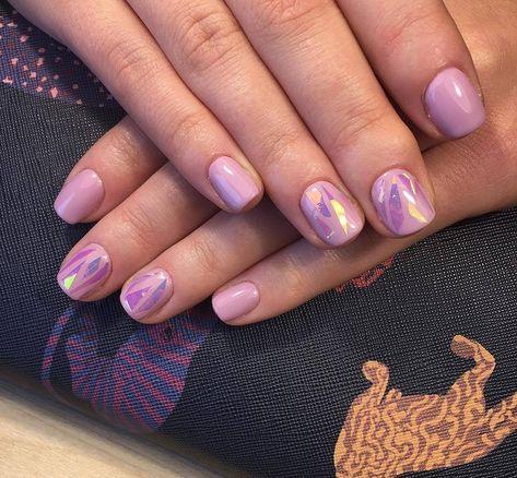 Schone Nageldesigns Und Aktuelle Nagellack Trends Glass Nails Und