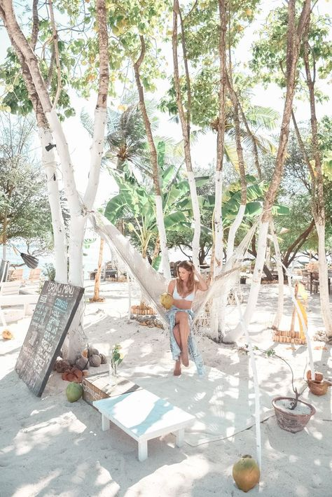 An ultimate guide to exploring the islands of Gili Meno, Gili Air and Gili Trawangan. Sharing how to get there, where to stay, places to eat and things to do. #indonesia