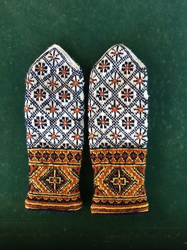 Traditional design Latvian handmade mittens wool gloves woman Tines
