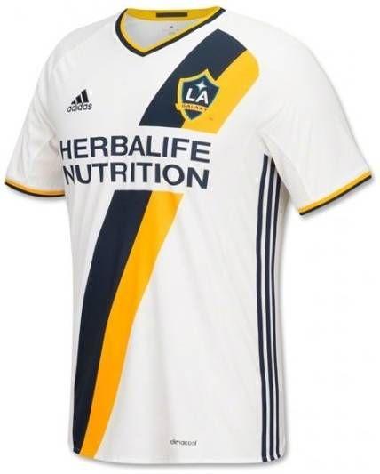 Os 85 Uniformes Mais Bonitos Do Mundo De Times E Seleções Camisa De Futebol Camisetas De Futebol Camisas De Futebol