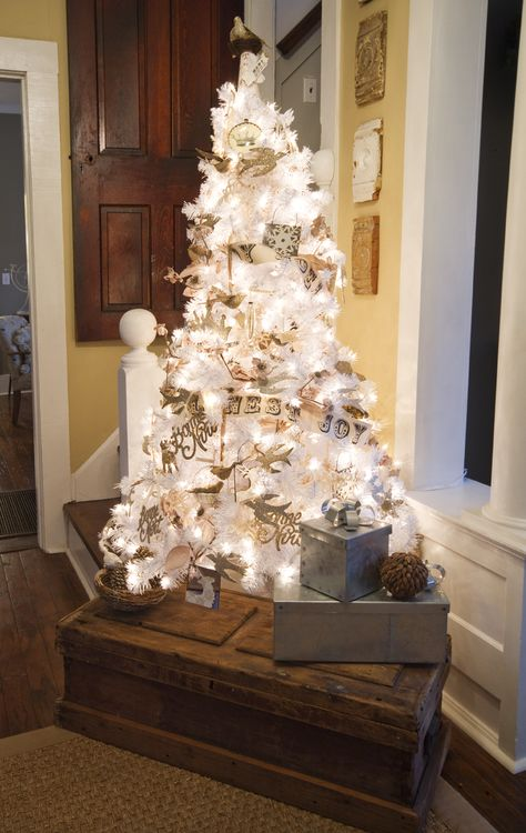 Vintage Christmas White and Silver Christmas tree! Now I know what to do with my white tree this year!!