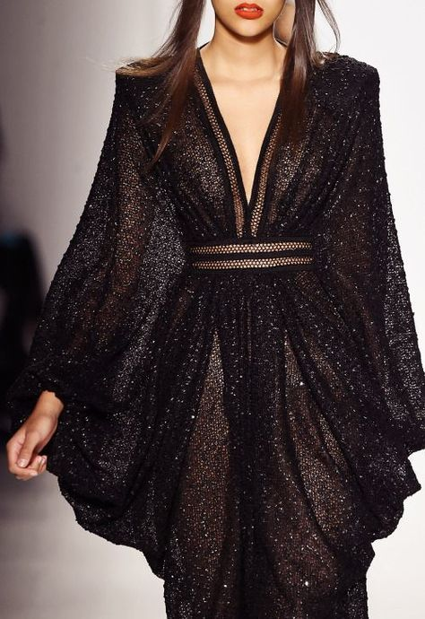 What Ellaria would wear in DorneMichael Costello, Fall 2015 - Image discovered by s є m p i t є r n a l. Discover (and save!) Your own pictures and videos on W - Look Fashion, High Fashion, Fashion Show, Fashion Design, Couture Fashion, Runway Fashion, Womens Fashion, Dress Vestidos, Beautiful Gowns
