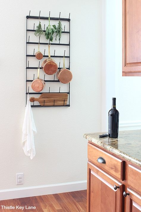 Hanging Pots Kitchen, Kitchen Wall Rack, Kitchen Pans, Diy Kitchen Storage, Kitchen Decor, Pan Rack Hanging, Hanging Pans, Pot Racks, Wall Racks