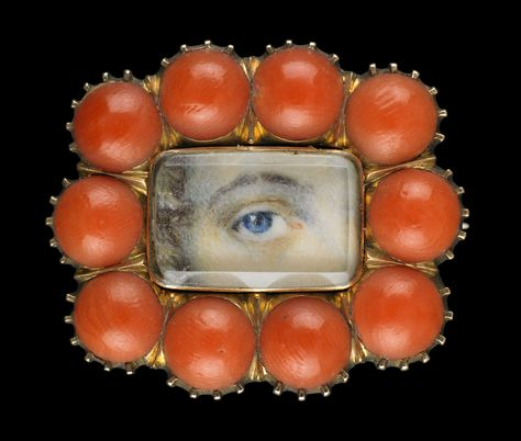 Yellow gold brooch surround by red coral. Collection of Dr. and Mrs. David Skier. #lookoflove #eyeminiatures #loverseye