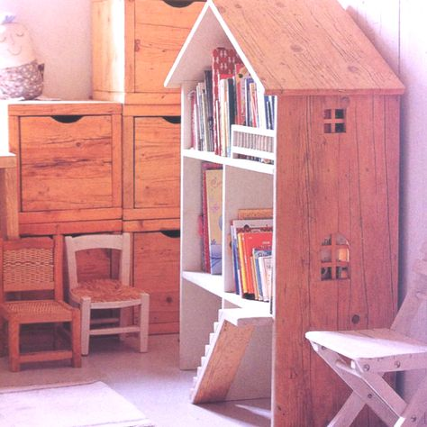 Bookshelf doll house. Dual