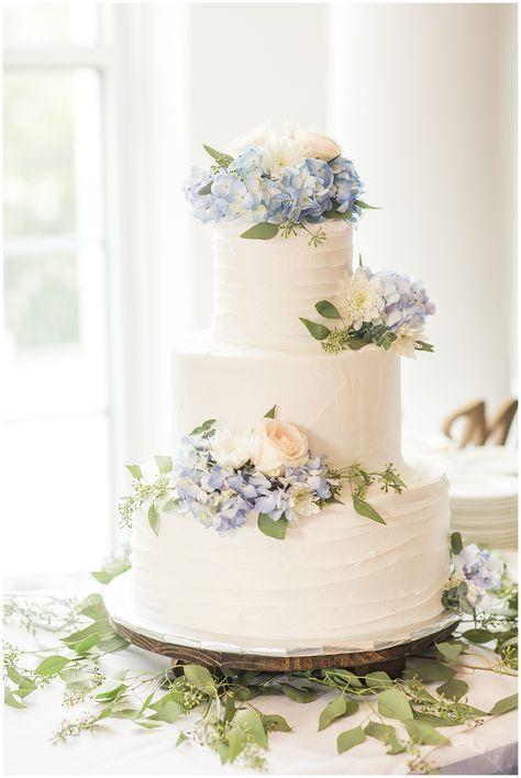 Summer wedding elegant cake with blue hydrangea detail weddingdetails weddingphotography hannah + cole Summer Wedding Cakes, Wedding Cakes With Cupcakes, Wedding Cakes With Flowers, Elegant Wedding Cakes, Elegant Cakes, Wedding Cake Designs, Summer Weddings, Flower Cakes, Blue Wedding Cakes