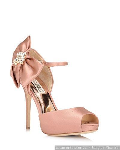 4eb357890 Sapatos rosas para noivas: eternas românticas | Tendencias modas 2018/2019  | Shoes, Wedding shoes e Bridal Shoes