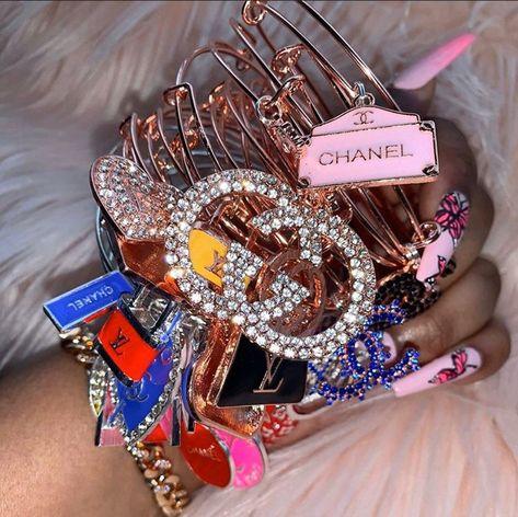 Charm Bracelets For Girls, Bangle Bracelets With Charms, Fashion Bracelets, Bangles, Arm Candy Bracelets, Cute Jewelry, Body Jewelry, Jewelry Accessories, Cute Charms