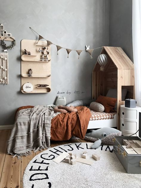 Natural Boys room with Rafa-kids XL shelf limited edition. Beautiful pictures and styling – Victoria from tthese_beautiful_thingss