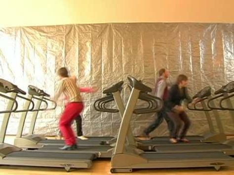 Here It Goes Again treadmill dance. This never ceases to amaze me. Kinda jealous