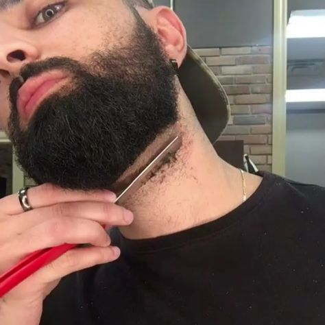 Trimming a Beard is so easy especially when you're a good barber 💯🔝🔥⠀