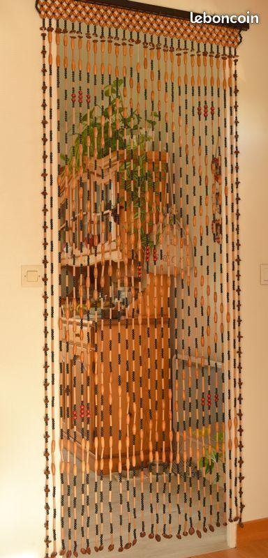 rideau de perles de bois et noyaux de