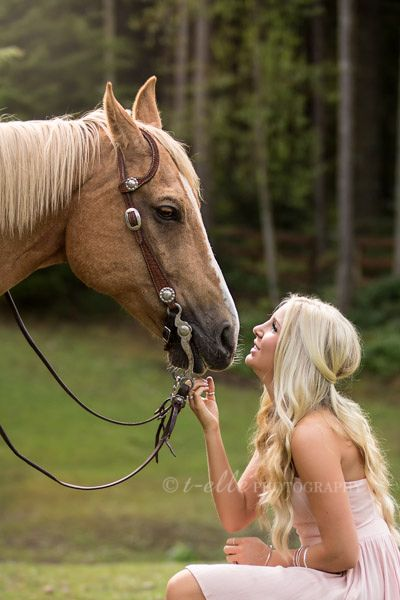 Seattle High school senior pictures, senior with her horse, horse photos, girl and horse