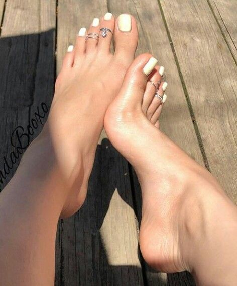 Feet pics female Xoxo