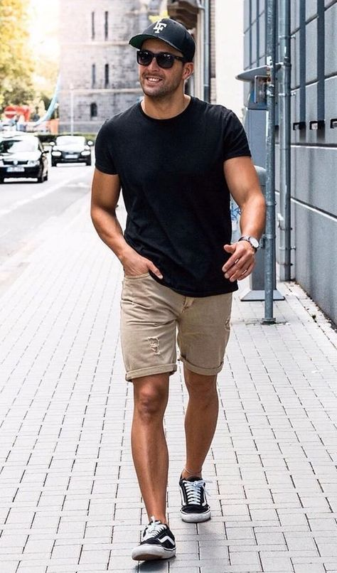 40 Perfect Macho Looks for Shorter Men is part of Mens summer outfits - Being a bit on the shorter sides, you might often curse those taller guys So instead of cursing them, check out these Perfect Macho Looks for Shorter Men Summer Outfits For Teen Girls Hipster, Black Summer Outfits, Vintage Summer Outfits, Summer Outfits Women Over 40, Stylish Summer Outfits, Outfits Casual, Summer Men, Men Summer Style, Outfit Summer