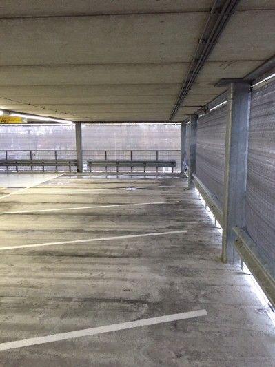 Netten En Doeken Om De Veiligheid In Een Parkeergarage Te