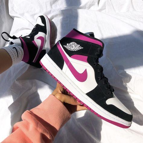 Teen Girl Shoes, Jordan Shoes Girls, Sneakers Fashion, Nike Fashion, Casual Sneakers, Men Fashion, Casual Shoes, Shoes Sneakers, Fashion Outfits