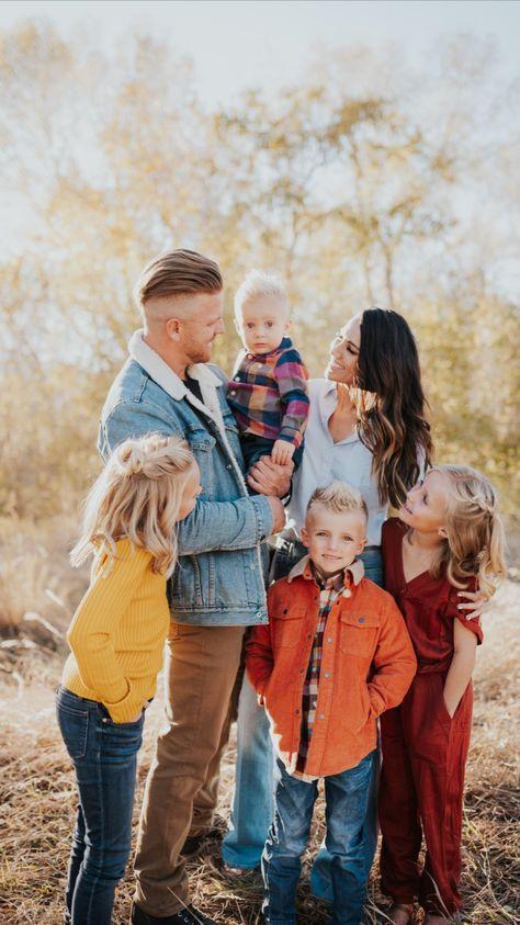 Fun Family Photo Pose Inspo