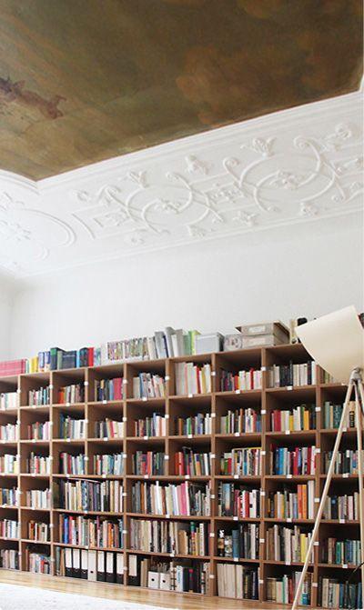 Flexible Bucherwand Aus Regalwurfeln Gebaut Bucherregal Stocubo Buch Wand Bucherwand Regal