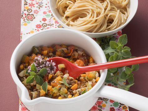 Nudeln mit Gemüse-Bolognese - smarter - Zeit: 20 Min. | eatsmarter.de Gemüsebolognese ist ein echter Hit.
