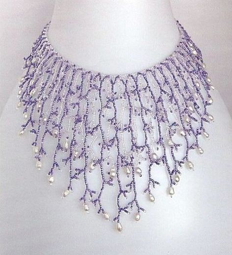 Seed bead jewelry This is surprisingly time-consuming but a delicate, easy piece. (Translate other info on fringe in post) ~ Seed Bead Tutorials Discovred by : Linda Linebaugh