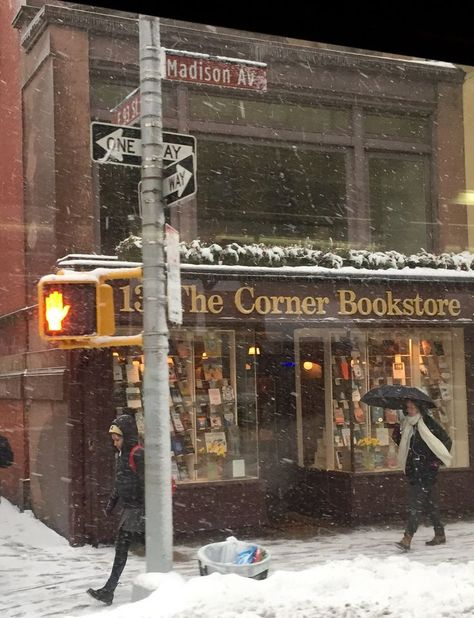 New York City, the Corner Bookstore. Empire State Building, Winter Wonderland, Nyc Life, City Life, City Aesthetic, Book Aesthetic, Christmas Aesthetic, Winter Time, Winter Christmas