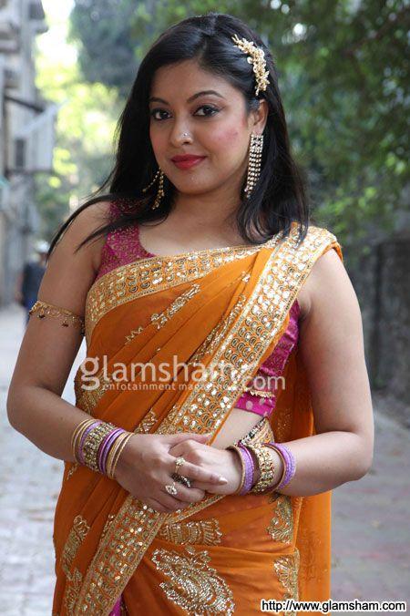 Tanushree Dutta at Mahie Gill on the sets of TV Show 'Humne Li Hai Shapath'