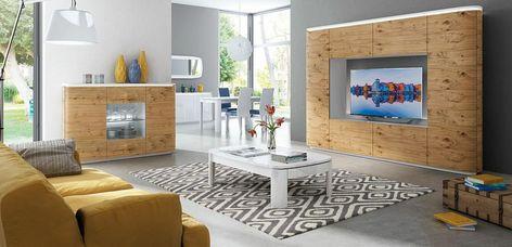 Soggiorno con mobili moderni di legno con la superficie lucida ...